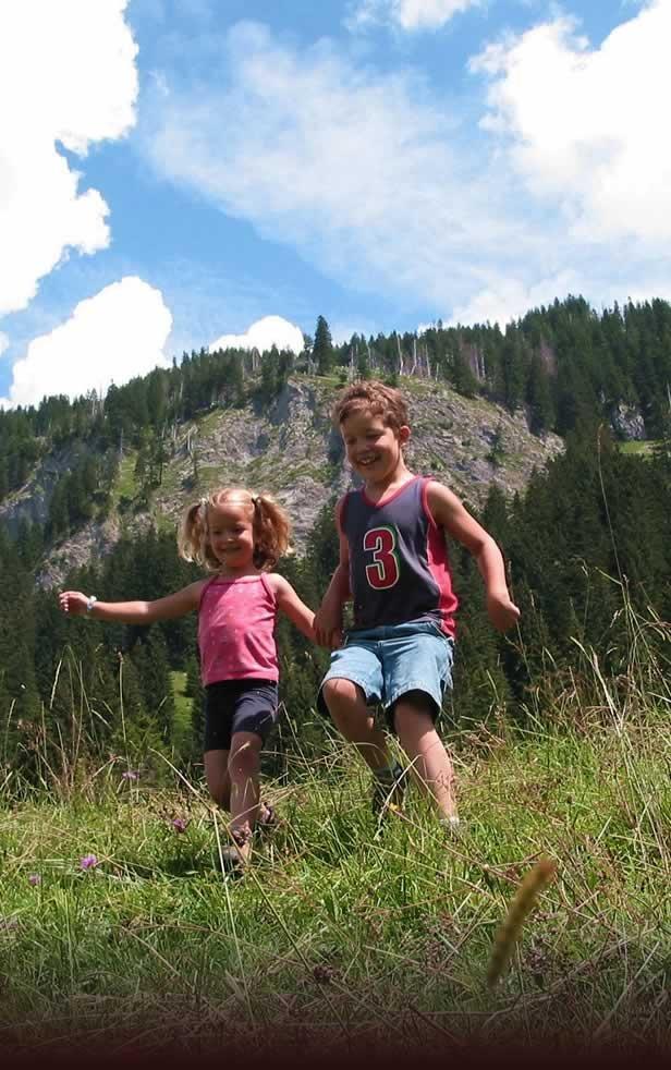 Bad Hindelang wordt ook wel eens beschreven als een reuzenspeeltuin, waar ouders ook veel plezier beleven. U vindt hier een geweldige mengeling van entertainment, sport, avontuur en ontspanning. Kinderen kunnen hier al lerende de omgeving verkennen.