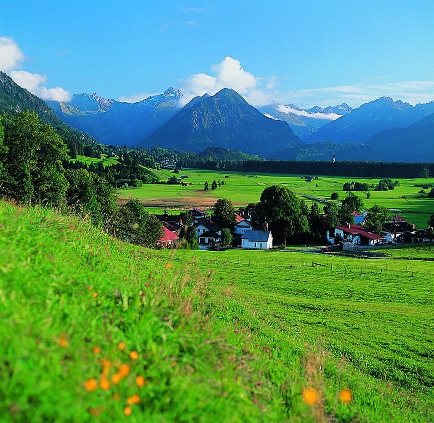 In Allgau vindt men het beschermde natuurgebied 'Allgauer Hochalpen'. Dit natuurgebied omgevat ongeveer 21 hectare prachtig landschap vol bergen, weiden en meren.