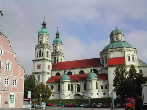 Een tweede bezienswaardigheid in Kampten is de 'St. Lorenzkirche'. Deze katholieke parochiekerk werd gebouwd in de periode van 1652 tot 1666 en deed vroeger dienst als kloosterkerk.