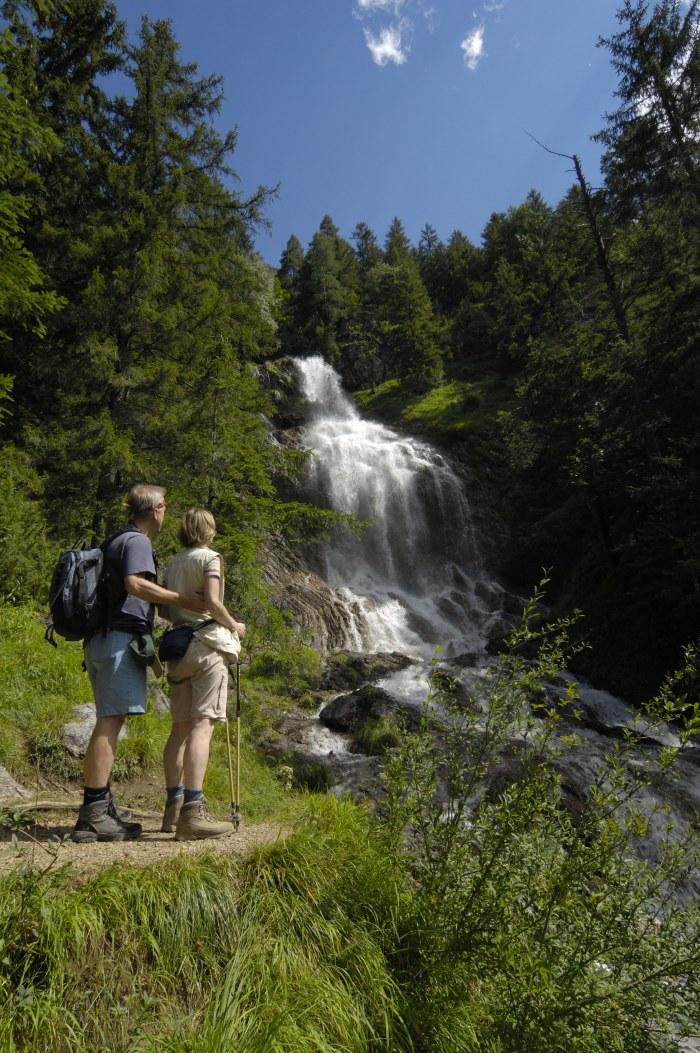 In de lente, wanneer de sneeuw begint te smelten, kunt u genieten van mooie schouwspelen in het natuurgebied. Diepe bergkloven en indrukwekkende watervallen vinden dan hun weg door het landschap.
