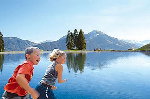 De betoverende Filzalmsee op Hoch Brixen is iets dat iedere familie, met of zonder kinderen, gezien moet hebben.