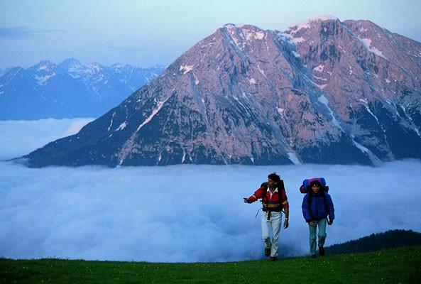 Dit dorp vormt een grote trekpleister voor bergwandelaars, doordat het een prachtig beginpunt is voor hooggebergte- en gletsjertochten.