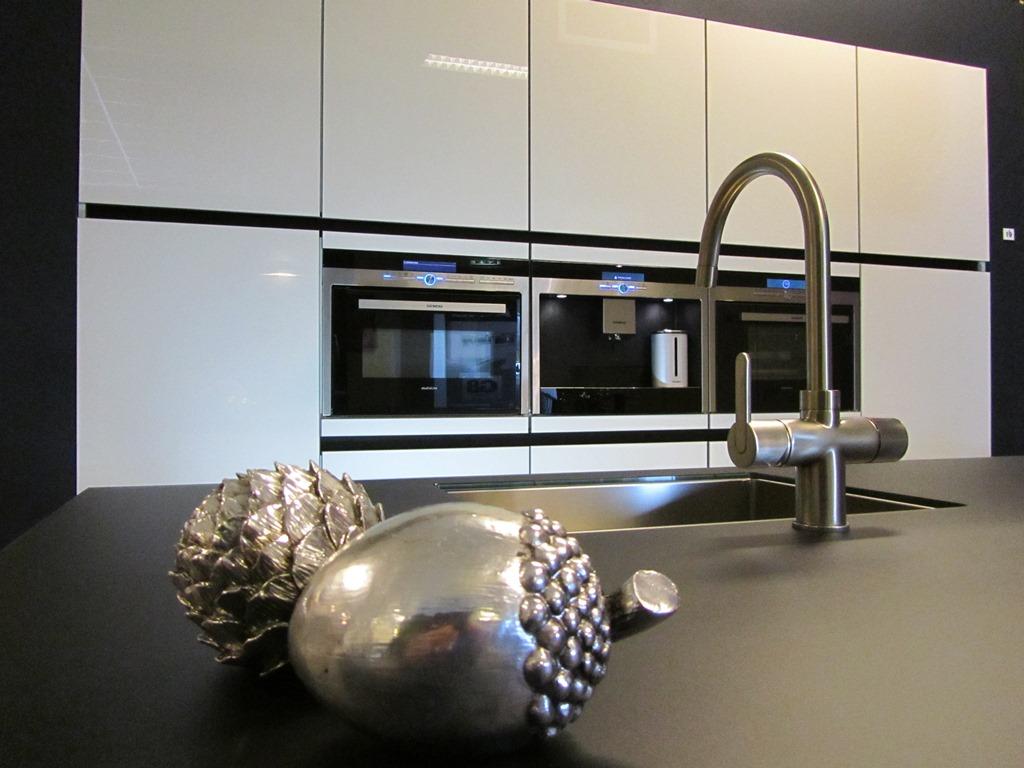 Moderne keukens keukenstudio regio oost - Moderne apparaten ...