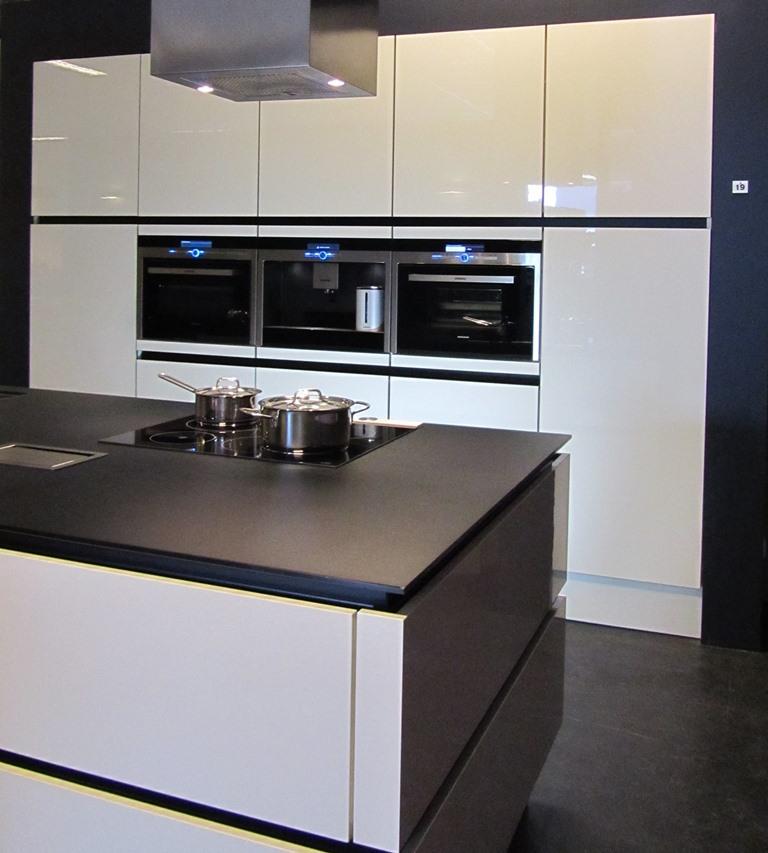 Moderne keukens keukenstudio regio oost - Moderne designkeuken ...